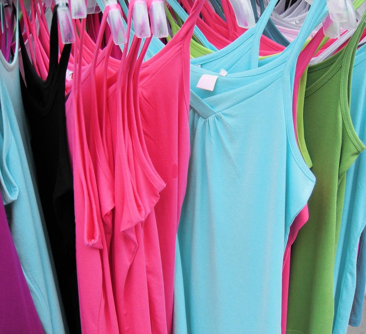 Do wyboru mamy sukienki w różnych krojach