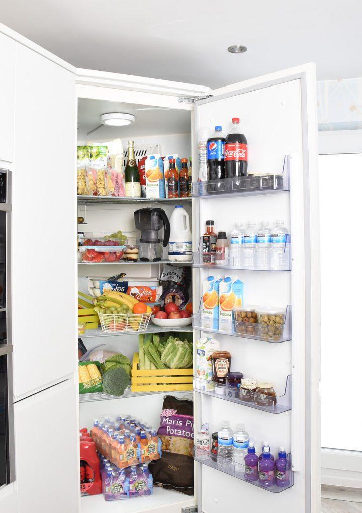 Jak zagospodarować drzwi oraz szuflady w lodówce?